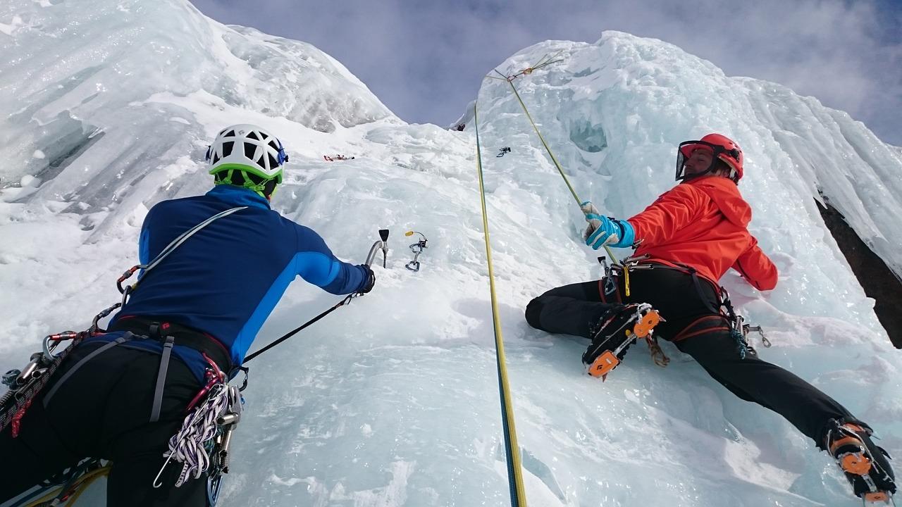 Zima w górach – jak zorganizować bezpieczną wyprawę?